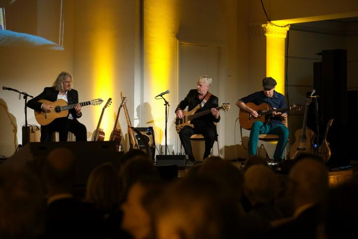 "Musikalische Begleitung: ""Acoustic Guitar Night"""
